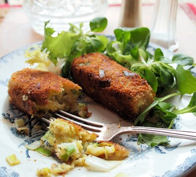 Welsh Vegetarian Sausages for a Family Supper – Glamorgan Sausages (Selsig Morgannwg)