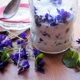 Floral Gift in a Jar – Home-made Sweet Violet Sugar for Cakes and Bakes