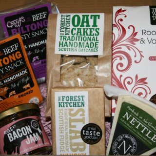 """Giveaway & Review: Flavourly Artisan """"Tasting"""" Box (worth £22 plus free delivery)"""
