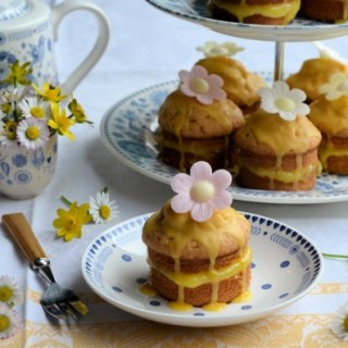 Mothering Sunday and Blue & White China: Little Victoria Lemon Daisy Cakes Recipe