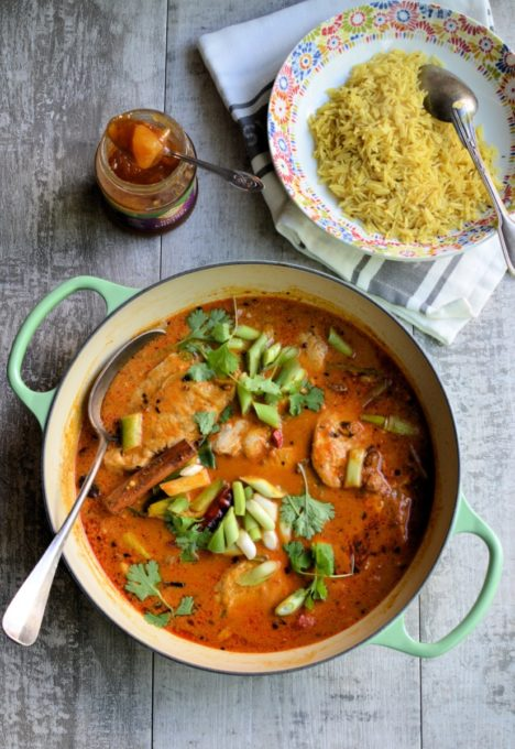 Dine and Discover: Aromatic Pork in Coconut Milk - A quick and easy curry dish that is cooked in one pan, using fresh ingredients and premium kitchen tools.