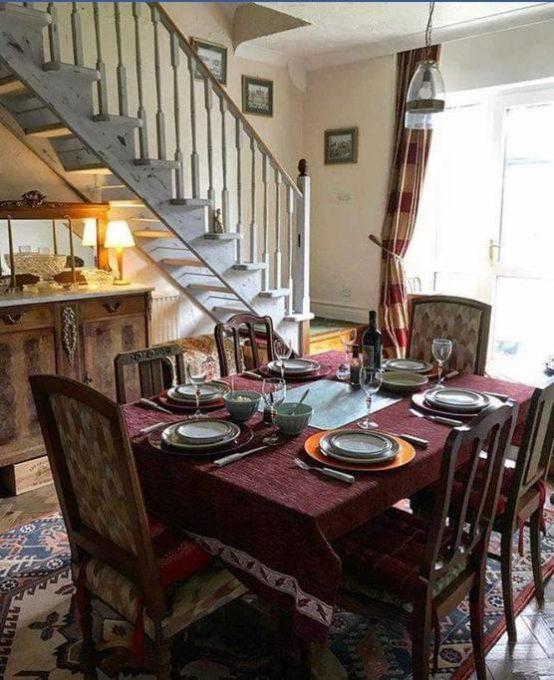 Hen Ysgol Dining Room