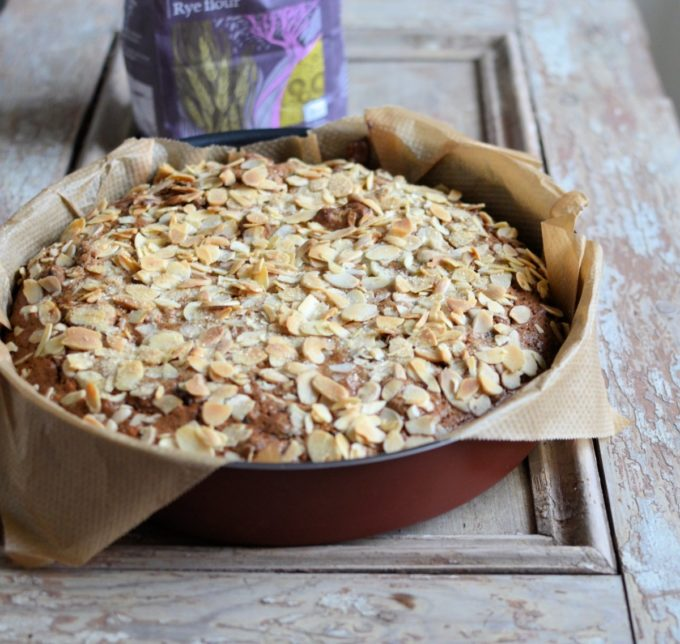 Rye flour cake