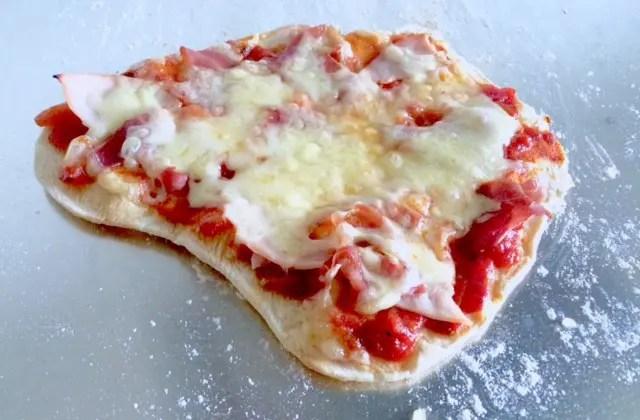 Pizza med bunn av speltsurdeig