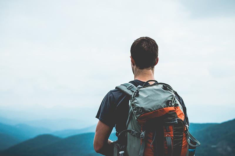 backpacking zaino in spalla