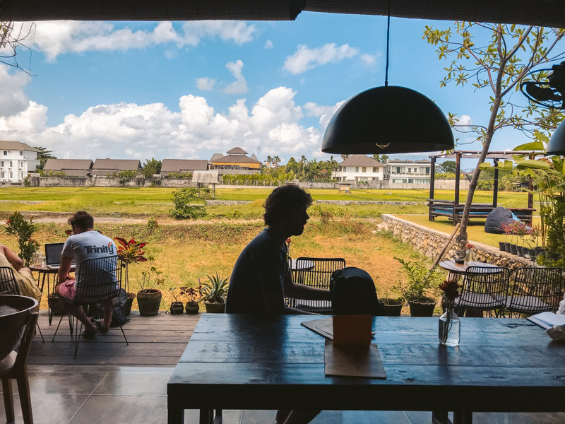 cafe per nomadi digitali a canggu bali