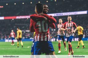 Correa celebra con Lemar uno de los goles frente al Sant Andreu. Foto: Rubén de la Fuente