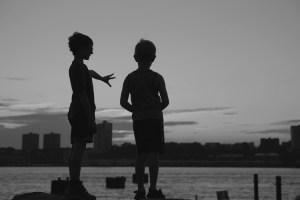 photo-serge-philippe-lecourt-enfants-devant-hudson-river-new-york-c3a9tc3a9-2013