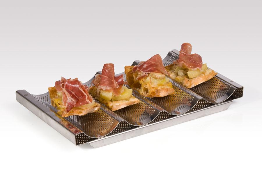 Josellinis gratinados (lomo ibérico, queso y foie fundido sobre pan de cristal)