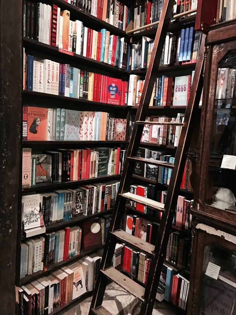 Dettagli interno libreria Shekspeare & Company