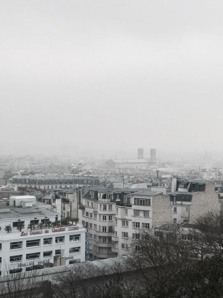 Foto di Parigi con la nebbia