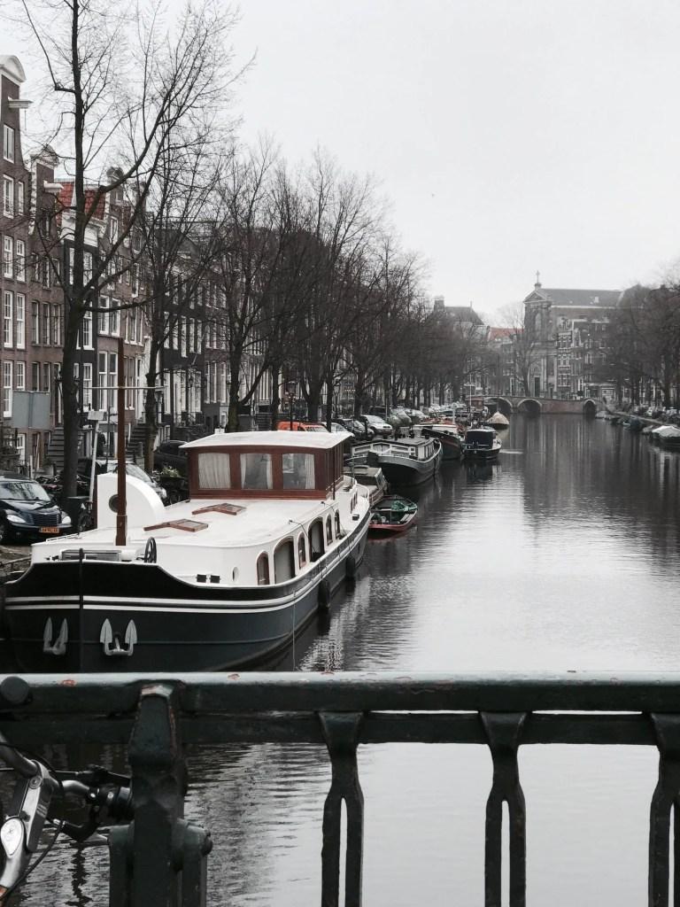 Barche nei canali di Amsterdam