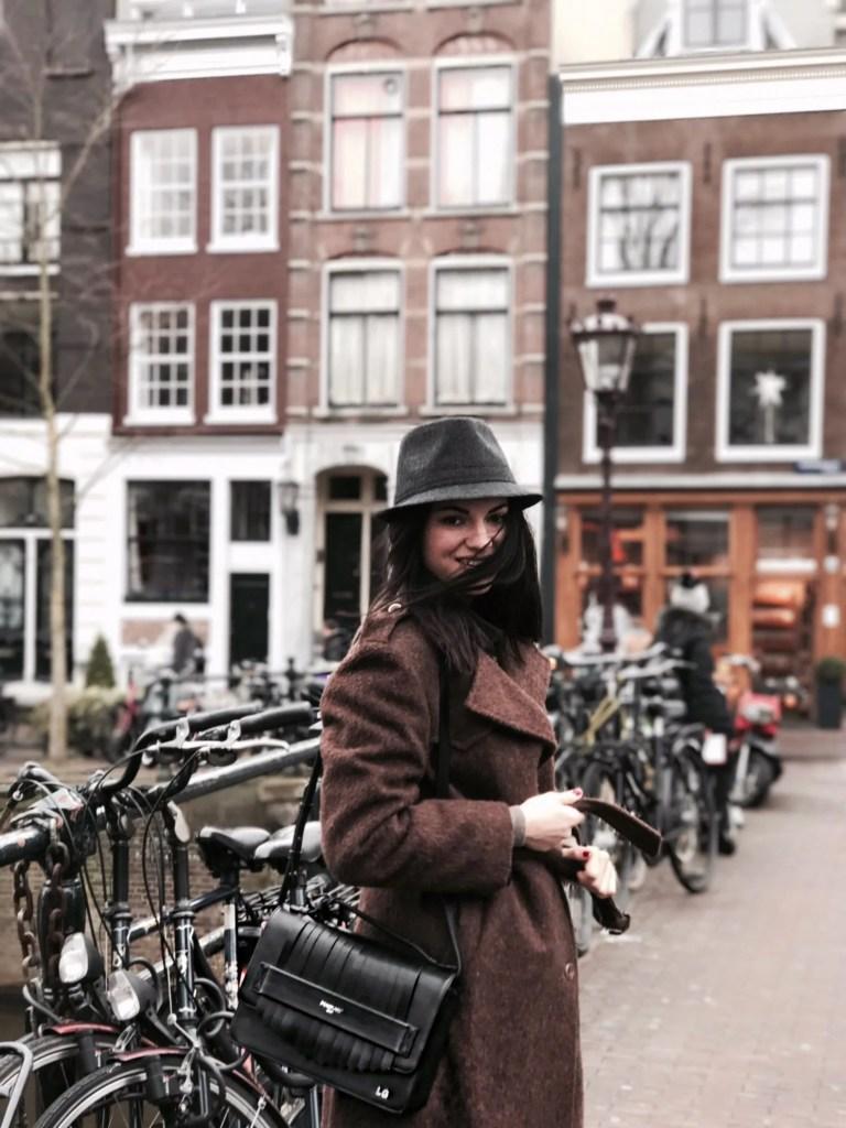 Lavinia Guglielman ad Amsterdam con le biciclette