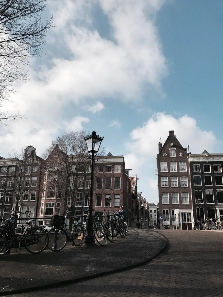 a passeggio per le vie di Amsterdam
