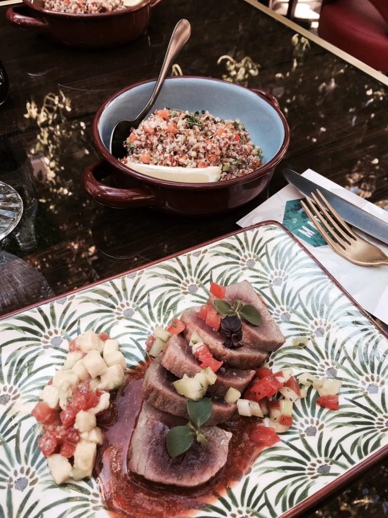 lomo de atún con salsina di Bloody Mary e avocado al ristorante Madre a Roma