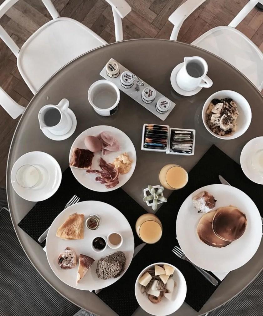 la meravigliosa colazione con crêpes espresse farcite con snocciolata locale all'Argentario Golf Resort & Spa