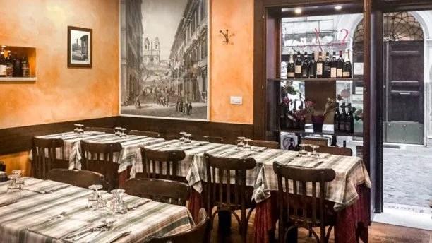 Sala interna rustica ristorante Sora Lucia