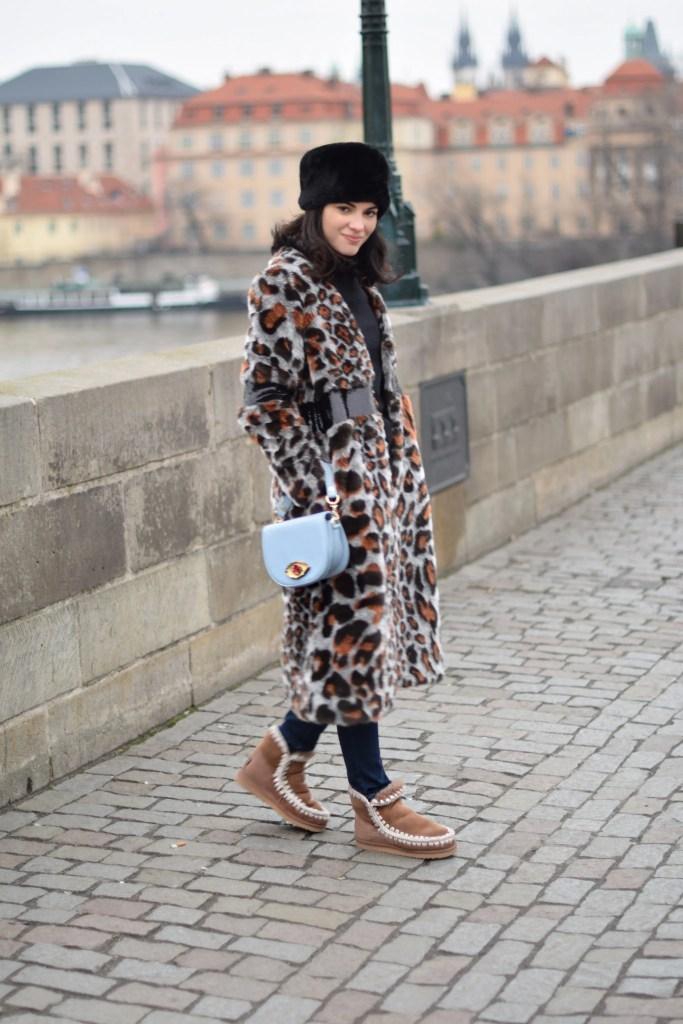 Lavinia Guglielman a passeggio su Charle's Bridge a Praga