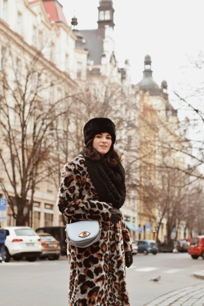 Lavinia Guglielman a passeggio per il quartiere di Josefov a Praga