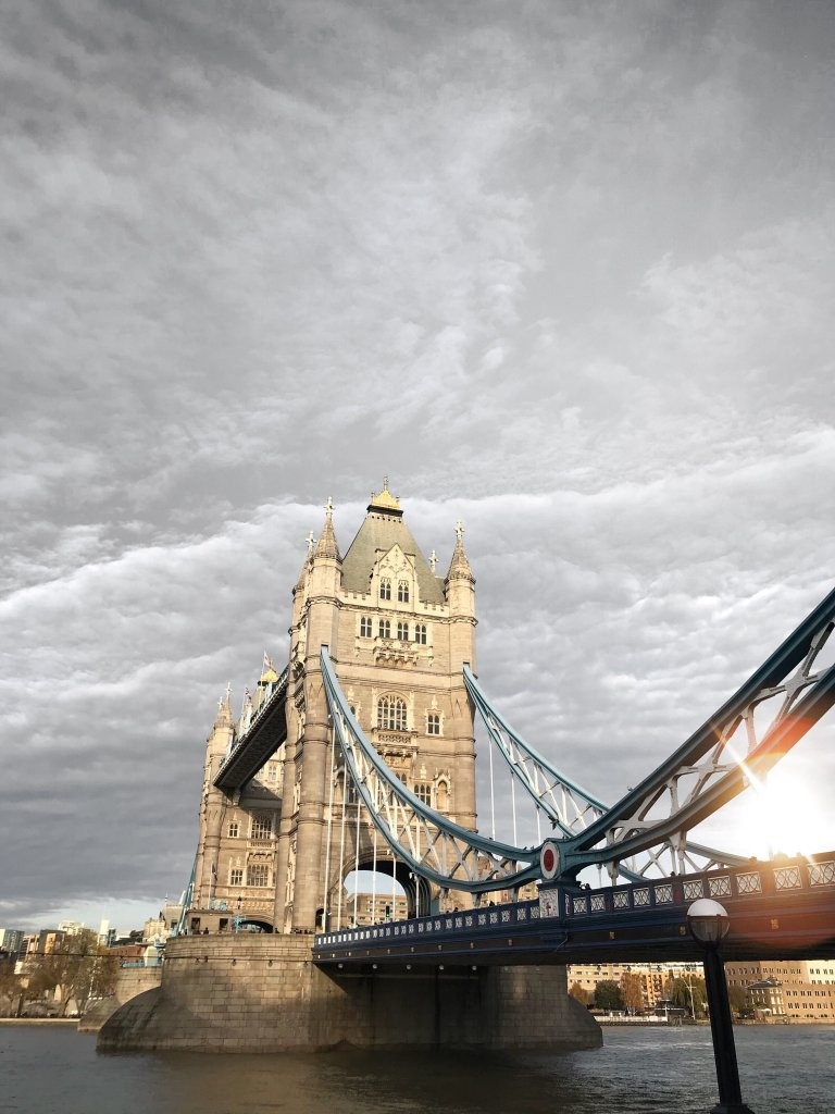 Tower Bridge di Londra al tramonto