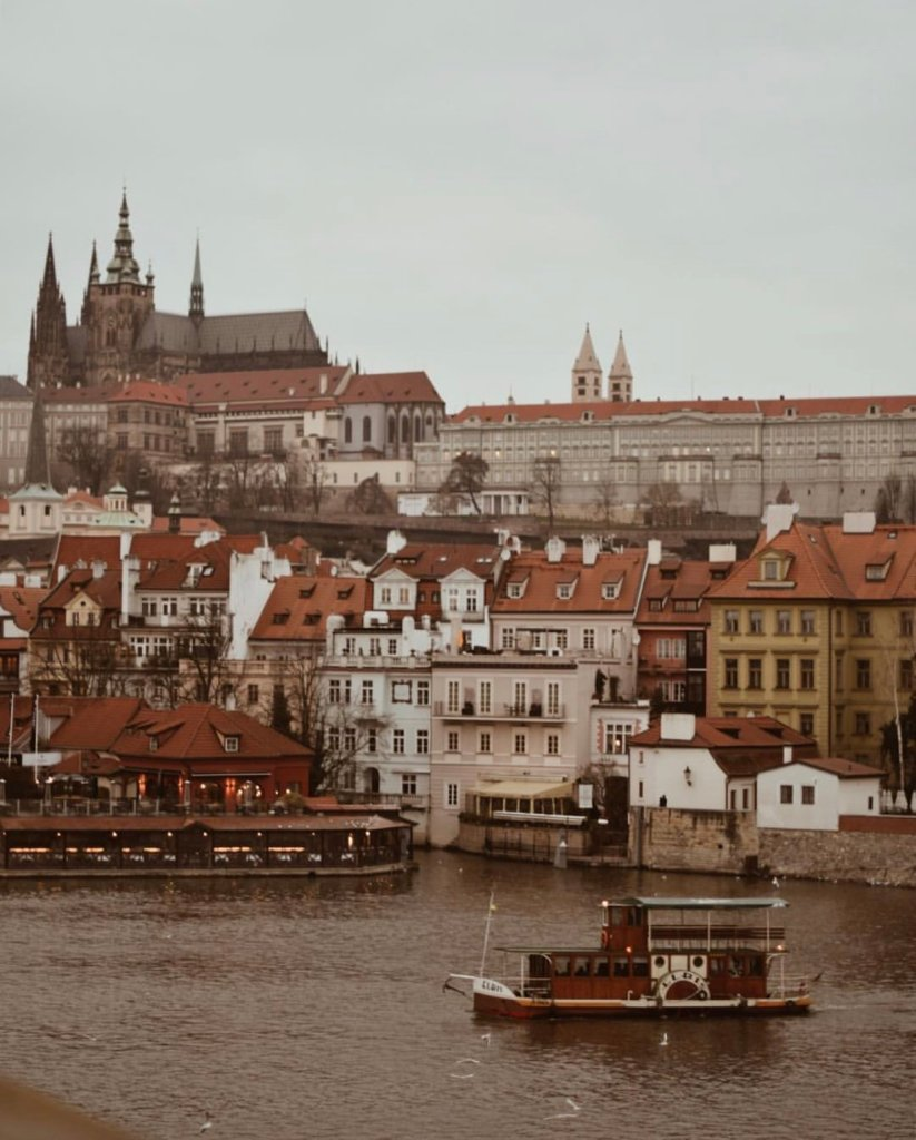 viste a Charles Bridge a Praga