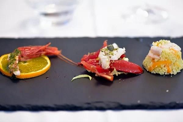 Gambero rosso marinato, Merluzzo al vapore e pantesca, Cuscus con crudité di gamberi