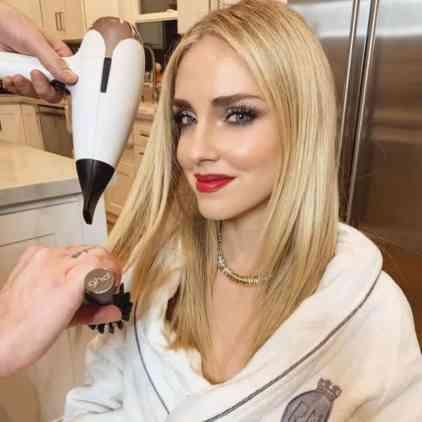 ghd e Chiara Ferragni presentano Helios l'asciugapelli professionale più leggero di sempre