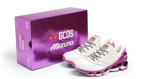 GCDS dona nuova vita (e colore) alla running Mizuno Wave Prophecy