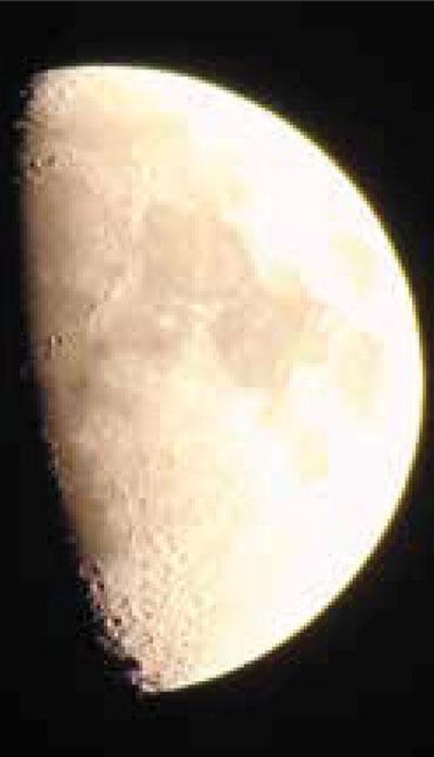 Il vero volto della Luna, visibili monti e crateri il 28 ottobre