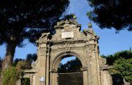 Il portale cinquecentesco di via Spinabella  a Due Santi