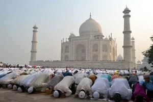 Muslim-offer-Eid-al-Adha--003