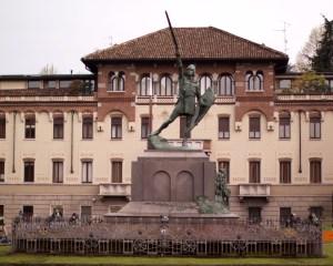 26.04.2010-Statua-Alberto-da-Giussano-1
