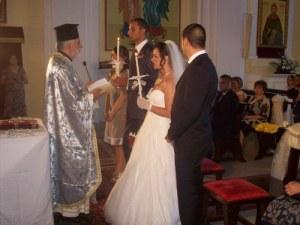 Una foto che immortala il rito del matrimonio, secondo la chiesa ortodossa
