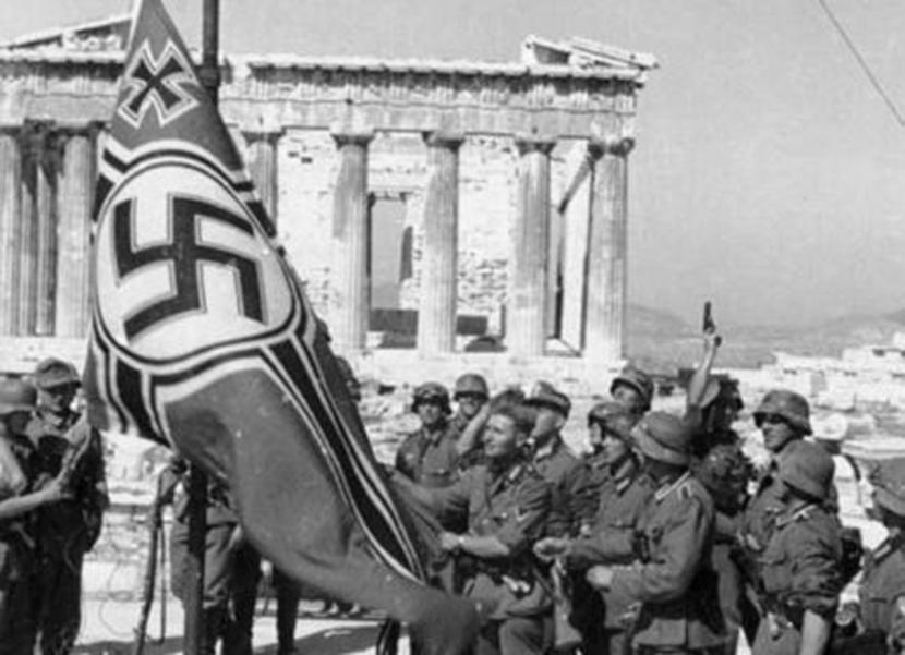 German troops raising the swastika over the Acropolis, 1941 (1)-kXPG-U10301883444898Kz-568x320@LaStampa.it