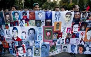 La vicinanza di tanti giovani verso i 43 studenti uccisi dai Narcos