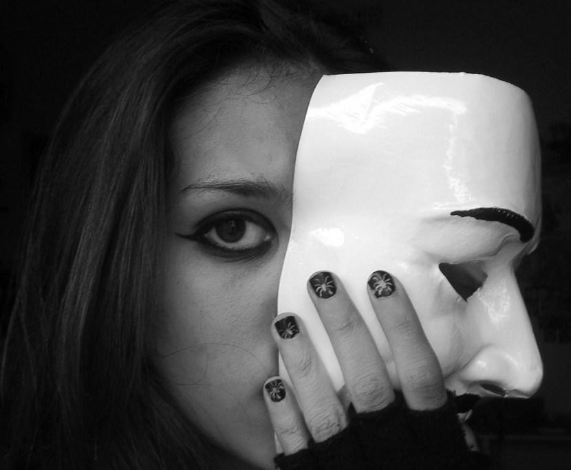 dietro-una-maschera-00f4d55a-516d-4df9-8d77-2967c82d37e6