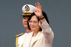 Tsai Ing-wen: È stata vice premier di Taiwan e segretaria del Partito Democratico Progressista (DPP), partito che lotta per l'indipendenza di Taiwan dalla Cina. Sai ha ereditato questa tradizione, mantenendosi inflessibile sull'indipendentismo taiwanese, manifestando tuttavia posizioni molto più concilianti su moltissime altre questioni politiche sia interne sia estere. Il 16 gennaio 2016 viene eletta Presidente di Taiwan, prima donna a capo del Paese; è entrata in carica il 20 maggio successivo.
