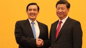 Dopo 60 anni, nel 2015 i leader di Cina e Taiwan hanno tenuto a Singapore un incontro storico. A stringersi la mano prima di avviare colloqui sono stati il presidente cinese Xi Jinping e il presidente di Taiwan Ma Ying-jeou.