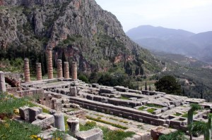 Temple_of_Apollo_Delphi
