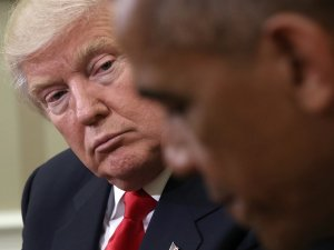Da sinistra verso destra: Donald J. Trump (1946), Barack Obama (1961)