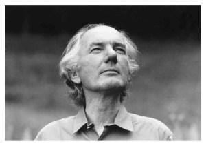 Nicolaas Thomas Bernhard (1931-1989) è stato uno scrittore, drammaturgo, poeta e giornalista austriaco, tra i massimi autori della letteratura del Novecento non solo di lingua tedesca