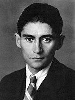 Franz Kafka (1883-1924) fu uno scrittore praghese di lingua tedesca ed è considerato uno dei maggiori autori del Novecento.