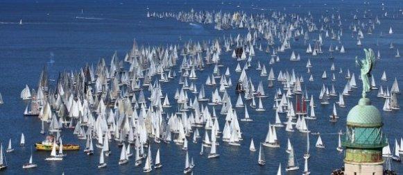 Barcolana, ventimila velisti solcano il mare di Trieste