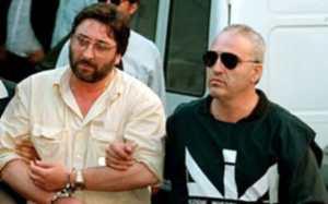 L'arresto di Francesco Schiavone detto Sandokan. In apertura   una veduta di Malta