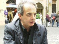 Enrico Fierro, esordi alla Voce, oggi grande firma del Fatto Quotidiano