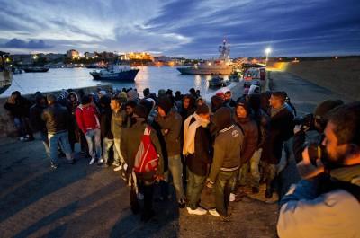 Lampedusa, sbarco immigrati clandestini dalla Tunisia