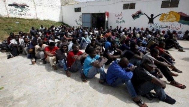 Cosa accade nella vicina Libia mentre si infuoca la polemica sul traffico dei migranti?