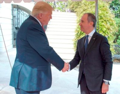 Trump con l'ambasciatore Armando Varricchio
