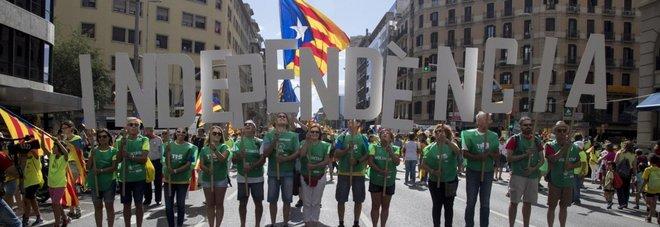 Guai a parlare d'Indipendenza, Catalogna insegna, Spagna arresta