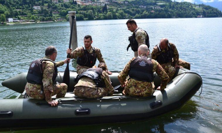 Esercito, i Guastatori della 'Julia' in addestramento acquatico sul lago di Caldonazzo